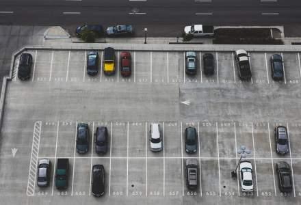 Cum poți să plătești parcarea cu cardul în România printr-o aplicație care e disponibilă în 45 de orașe