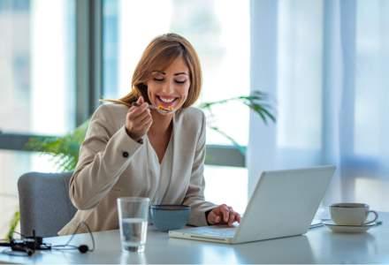 Marile companii îi ademenesc pe angajați la birou oferindu-le mese gratuite