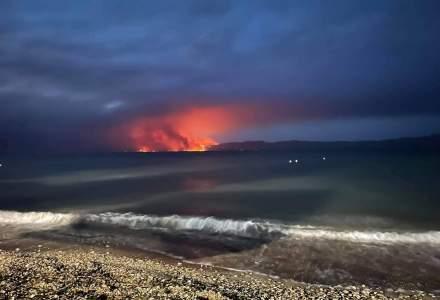 Mii de greci au fost evacuați din calea incendiilor care amenință Atena: 60 de sate în pericol