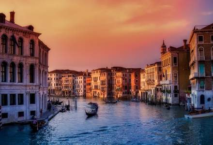 VIDEO | Veneția a fost din nou inundată: turiștii au dansat prin apă