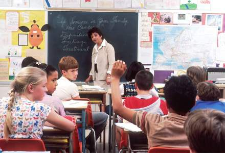 Clasele se reduc la 29 de elevi de la 1 septembrie. Ce se va întâmpla cu restul copiilor?