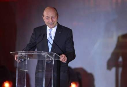 Basescu a semnat decretul de numire a lui Melescanu ca ministru de Externe