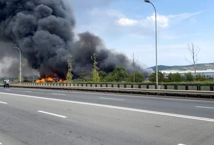 VIDEO | Incendiu de proporții în Alba - au intervenit pompieri din 5 județe