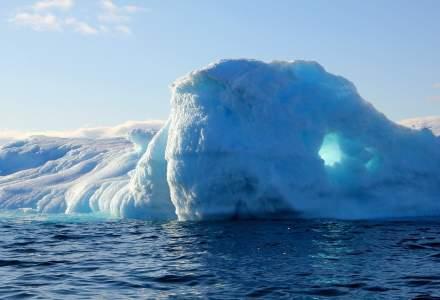 Încălzirea globală face ravagii: a plouat, pentru prima dată, în cel înalt vârf din Groenlanda