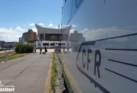 O locomotivă a unui tren de călători a luat foc între Timișoara și Arad