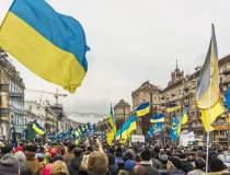 La doar un an de la Maidan,...