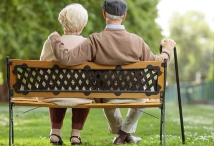 Opt din zece români se gândesc să muncească și după ieșirea la pensie