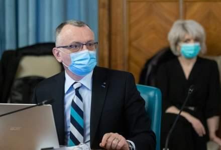 Sorin Cîmpeanu promite că școlile vor fi aprovizionate cu măști pentru toți elevii