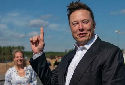 """Elon Musk îl face """"procesoman"""" pe Jeff Bezos"""