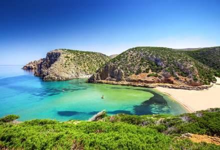 Ce amendă primești dacă vrei să aduci acasă nisip, pietre sau scoici de pe plajele din Sardinia