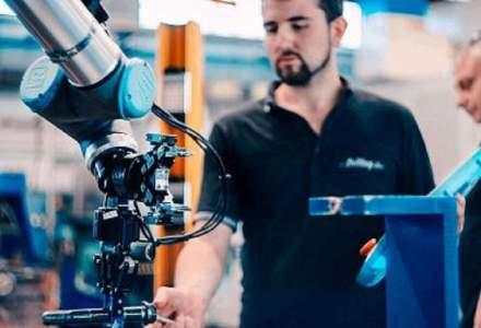 Cum folosești cu succes un braț robot pentru afacerea ta