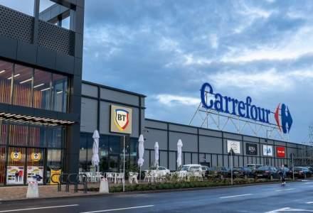 Șeful grupului care deține Louis Vuitton iese din acționariatul Carrefour