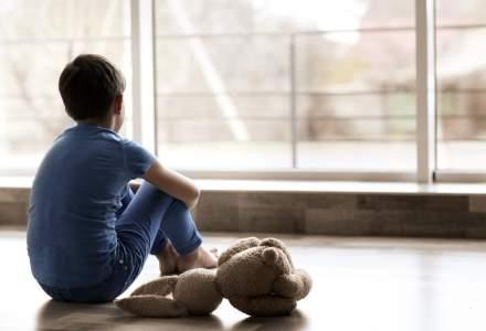 Peste 12.500 de copii din România au ambii părinți plecați la muncă în străinătate