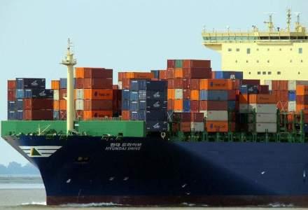 Zeci de nave blocate pe Dunare in zona Portului Moldova Veche