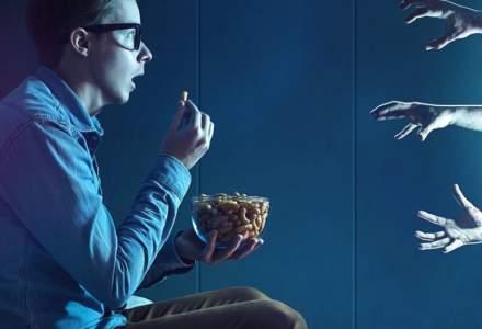 Compania care te plătește cu 1.300 dolari pentru a viziona 13 filme horror