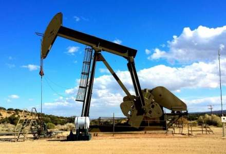 Pretul petrolului Brent a coborat la cel mai scazut nivel din octombrie 2009