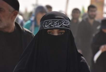 Talibanii s-au răzgândit: le vor lăsa pe studentele din facultățile și liceele afgane să revină la școală