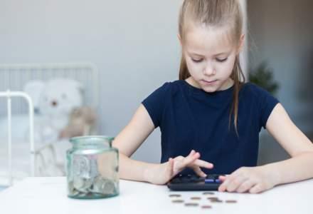 Educația financiară se face și acasă, dar și la mall. Cum pot învăța copiii că buzunarele părinților nu sunt saci fără fund