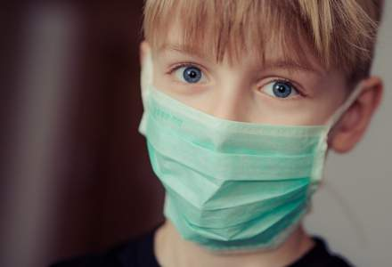 Copiii între 6 și 12 ani nu mai trebuie testați la incidență peste 3 la mie