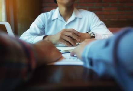 Ți-e frică să ceri o mărire de salariu? Cinci idei greșite despre negocierea lefei