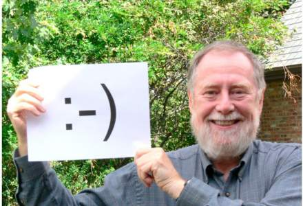 VIDEO   Primul mesaj conținând emoticoane a fost vândut pentru o sumă impresionantă într-o licitație