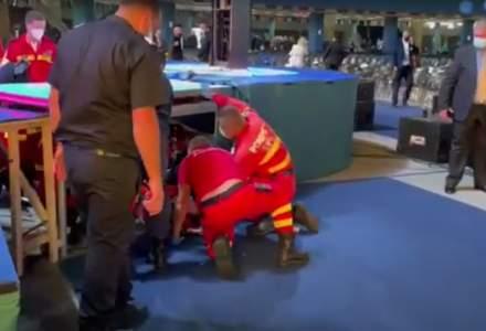 Accident la Congresul PNL: Un delegat s-a urcat pe scenă să facă o poză și a căzut