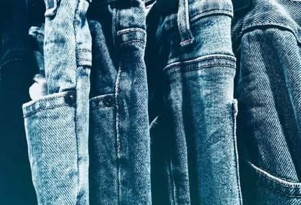 Blugii și alte haine din bumbac ar putea să se scumpească. Ce pericol apasă pe livrările de bumbac