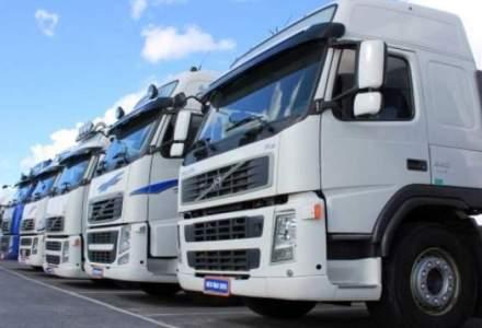 Trei organizaţii ale transportatorilor rutieri participă la un protest cu zeci de camioane în Piaţa Victoriei