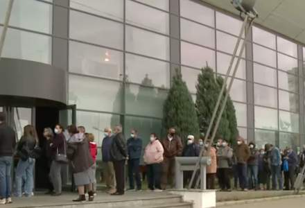 Coadă la centrele de vaccinare din Craiova