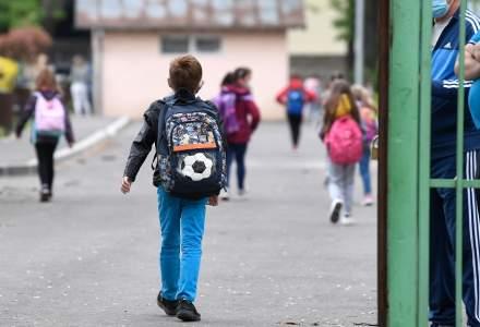 Părinte, despre eliminarea pragului de închidere a școlilor la 6 la mie: Sunt pentru mersul fizic la școală, dar în situația de față îmi e frică