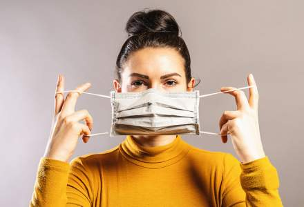 Noi decizii ale CNSU: masca redevine OBLIGATORIE în aer liber după 6 la mie