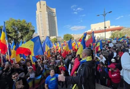 VIDEO   Proteste în București: sute de români se declară împotriva vaccinului