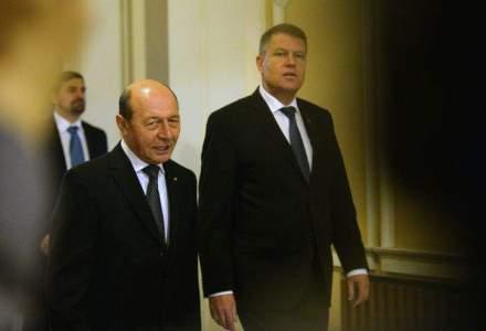 TRANSFER DE PUTERE. Iohannis a discutat cu Basescu o ora la Cotroceni