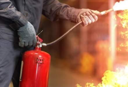 NEWS ALERT Incendiu puternic într-un cartier al Capitalei. Până unde s-a extins focul