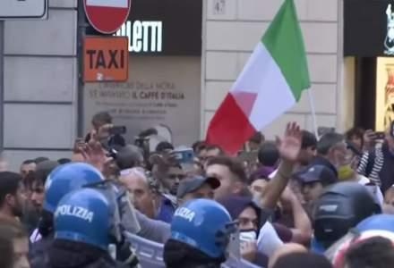 Proteste violente în Italia, împotriva certificatului verde. Poliția intervine cu gaze lacrimogene și tunuri cu apă