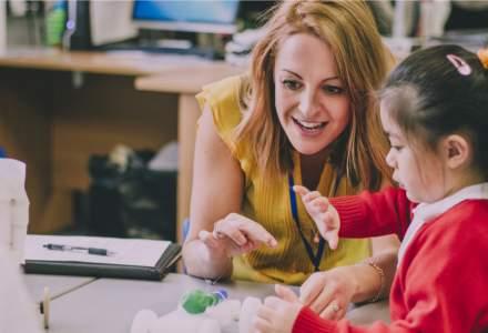 Încă trei școli din București trec în online din cauza infectărilor cu COVID