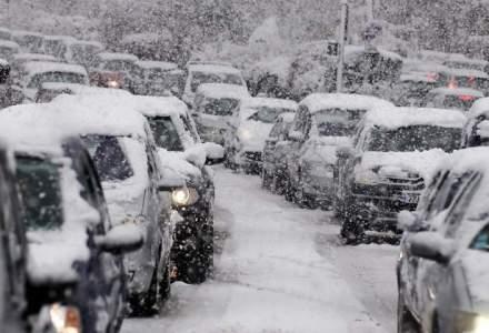 Incepe calvarul pe sosea! Autostrada A2 Bucuresti-Fetesti si 23 de drumuri nationale, inchise din cauza ninsorii