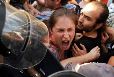 Criza francului: Romanii cu credite in franci elvetieni protesteaza in Capitala pentru conversie