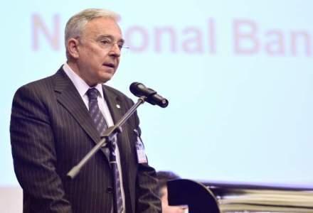 Mugur Isarescu: Suntem pentru impartirea poverii intre clienti si banci, dar intr-o maniera echilibrata