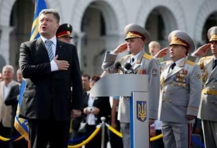 Porosenko vrea sa scoata asul din maneca: liderul Ucrainei ameninta cu decretarea legii martiale