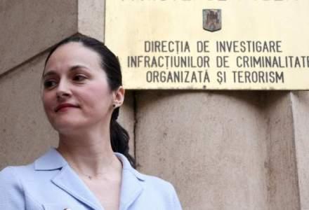 Fostul sef ANRP, Crinuta Dumitrean, in arest la domiciliu. Alina Bica ramane dupa gratii