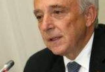 Isarescu: Nu ai cum sa construiesti autostrazi cu un deficit in bugetul de pensii