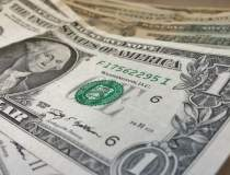 Cursul valutar: euro a inchis...