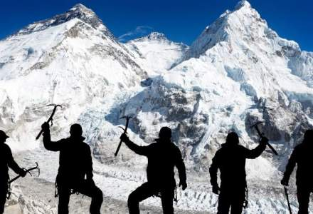 Cine sunt alpinistii romani care vor sa infiga tricolorul pe cele mai inalte varfuri din lume