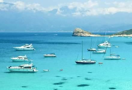 La plaja in Corsica, un paradis inca neexploatat unde se intalnesc verdele muntilor si turcoazul marii