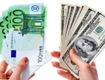 Euro si dolarul se intrec in...