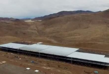 Tesla construieste cea mai mare fabrica din lume, in desertul Nevada