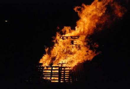 Incendiu puternic intr-o fabrica de componente auto din Timisoara