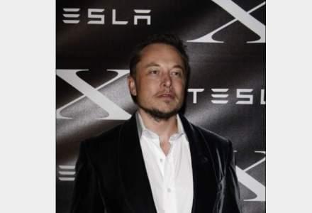Trei carti despre creatorul Tesla Elon Musk pe care le poti cumpara din Romania