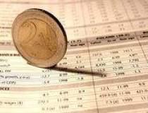 Euro castiga teren pe fondul...